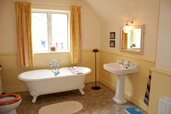 self catering accommodation in downings middle house With bathroom in middle of house