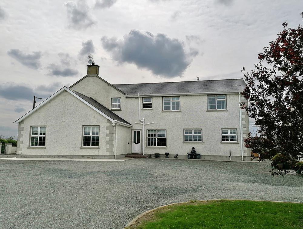 An Grianan House, Burt