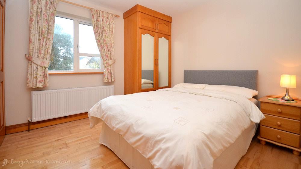 8-Aileach-Buncrana - bedroom