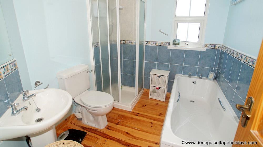 No 4 Cooey Na Gaal Portsalon - bathroom