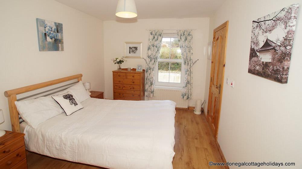 No 4 Cooey Na Gaal Portsalon - double bedroom