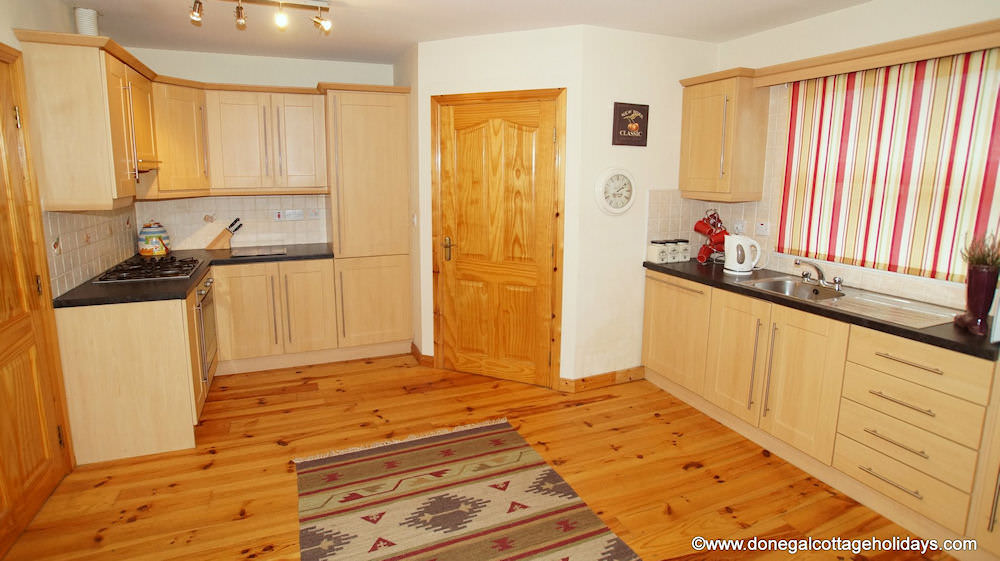 No 4 Cooey Na Gaal Portsalon - kitchen