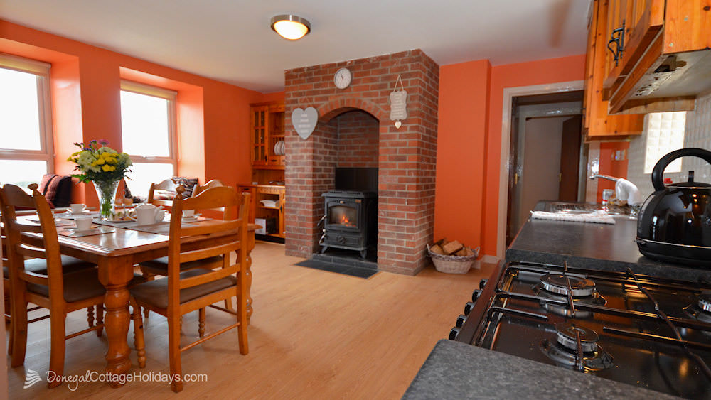 Shanton Self Catering Buncrana - kitchen