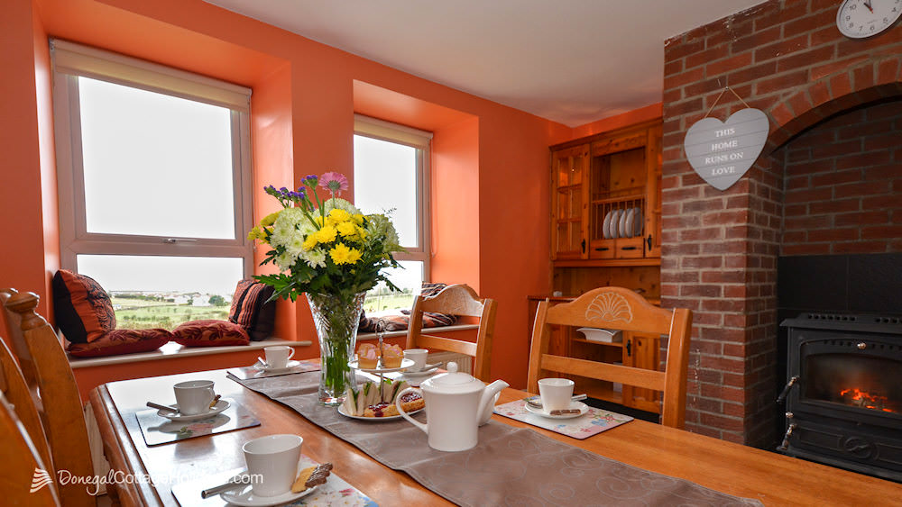 Shanton Self Catering Buncrana - cosy kitchen