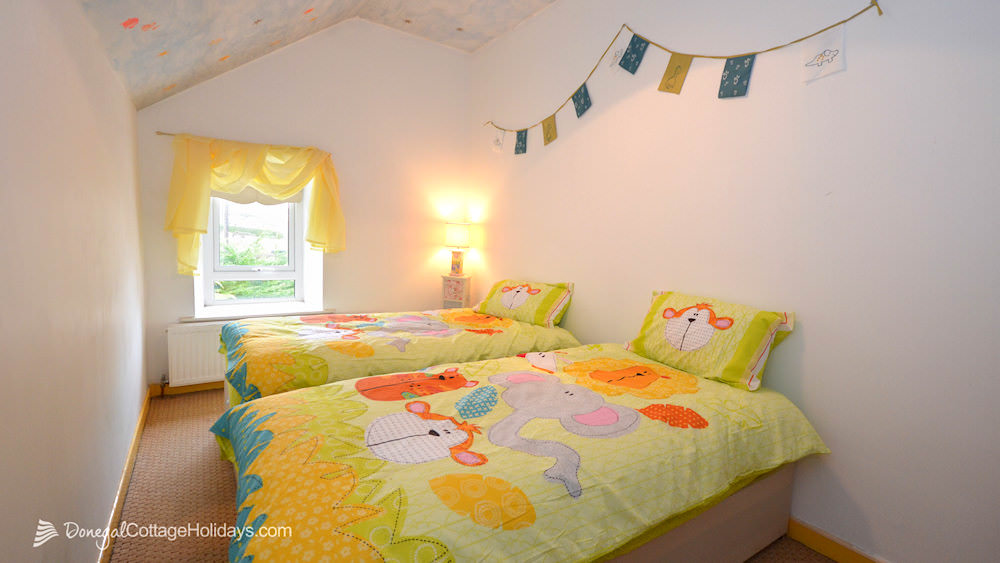 Shanton Self Catering Buncrana - kids bedroom