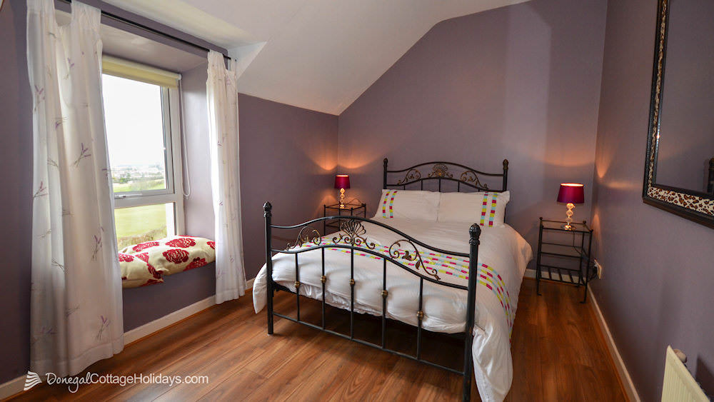 Shanton Self Catering Buncrana - bedroom with sea views