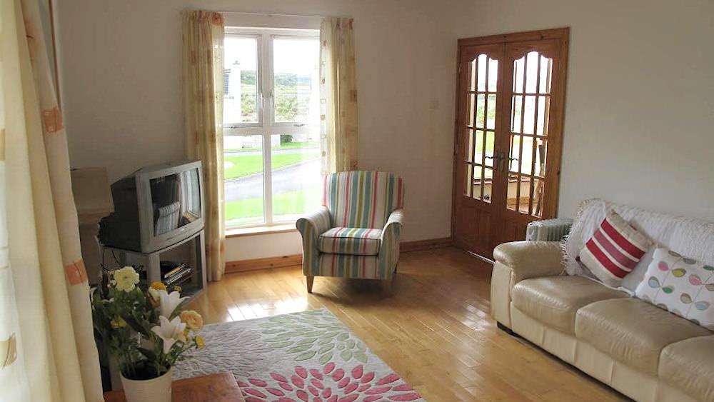 3 Fintra Bay Killybegs - living room