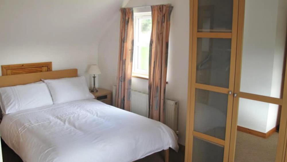 3 Fintra Bay Killybegs - bedroom