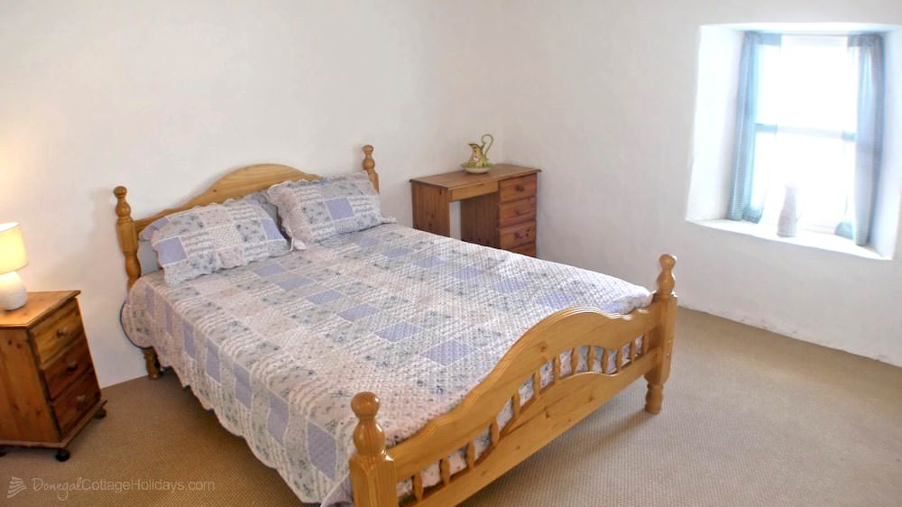 Dougherty's Traditional Cottage Donegal - double bedroom