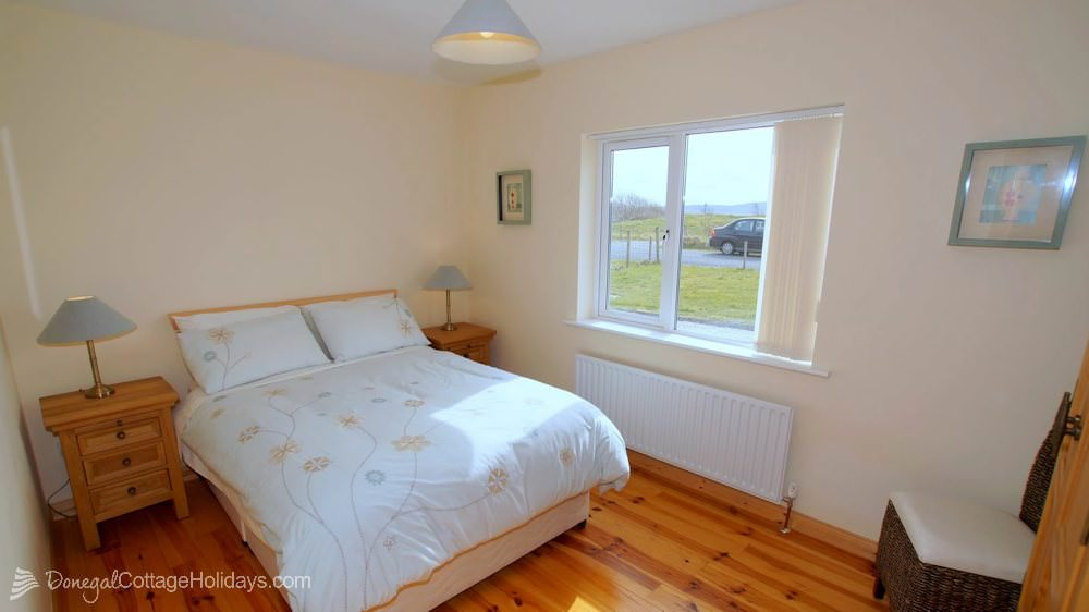 Muckish View Holiday Home - ground floor bedroom