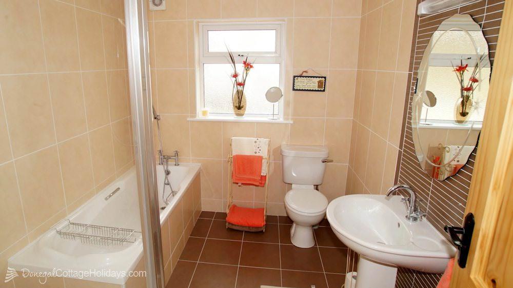 Muckish View Holiday Home - bathroom