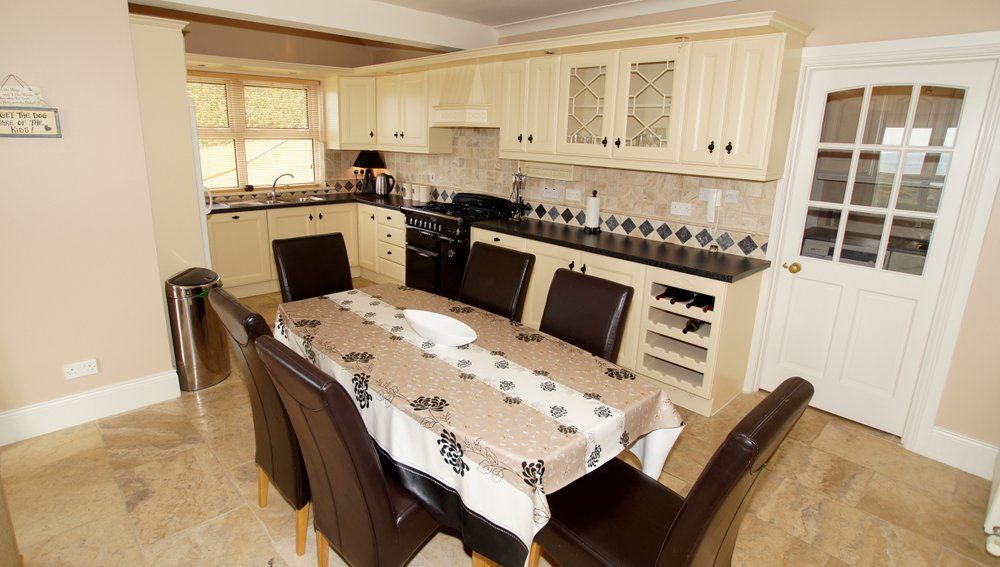 Donrone House Rossnowlagh - dining area