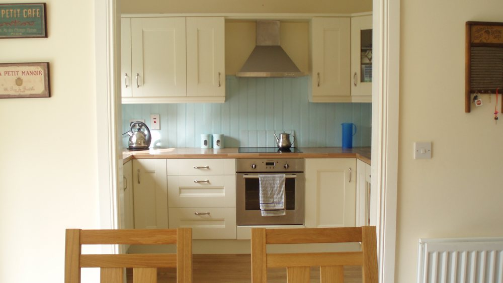 Honeysuckle Cottage Portnablagh - kitchen