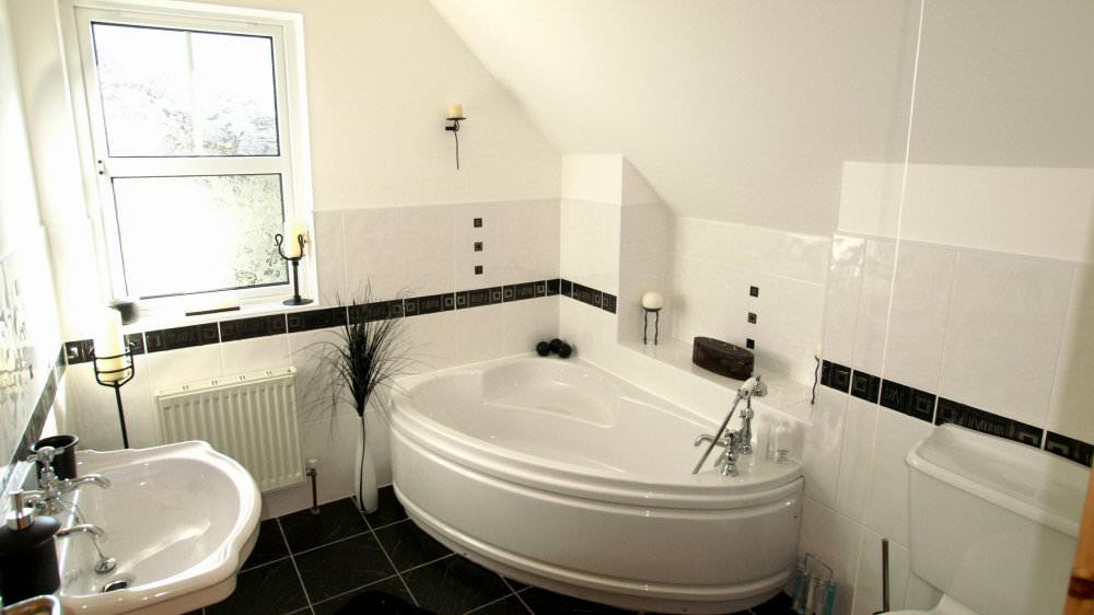 Aughrim Cottage Ballyliffin - bathroom