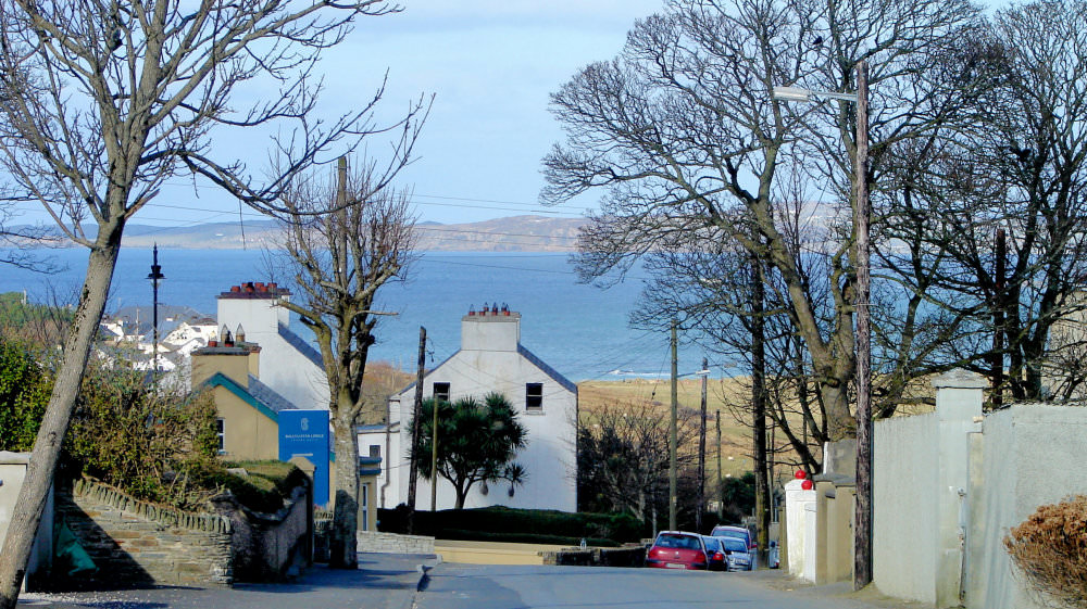 Aughrim Cottage Ballyliffin - road to the shore