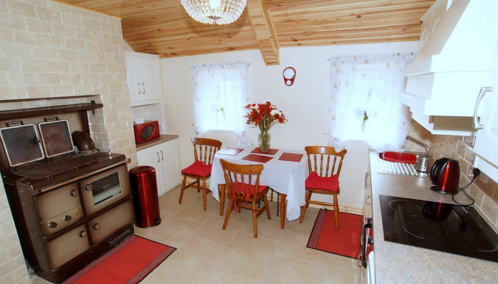 Brookside Traditional Cottage Inishowen - kitchen