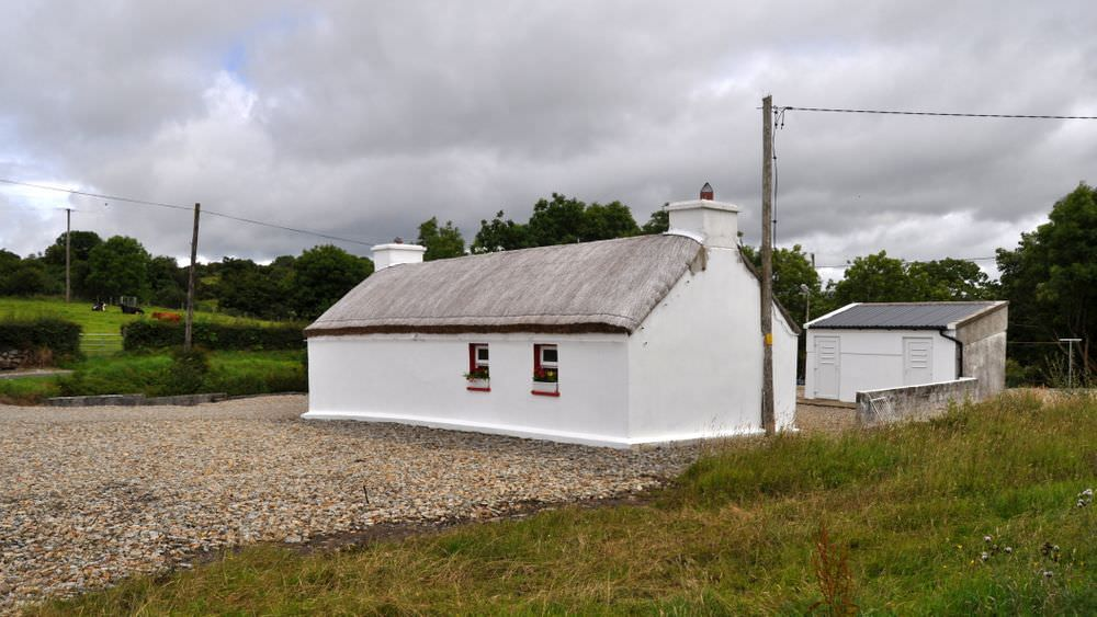 Brookside Traditional Cottage Inishowen - to rear of cottage