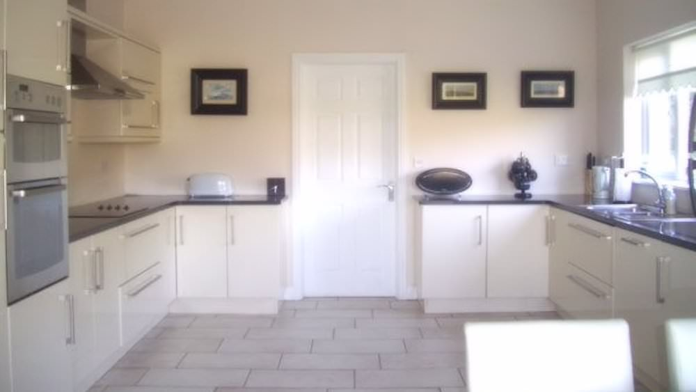 Rossbeg Cottage Killybegs - kitchen