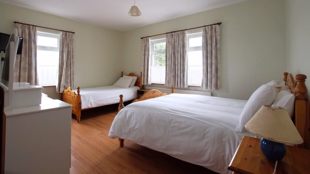 Carpenter's Holiday Home Ballyliffin - Family En Suite Bedroom