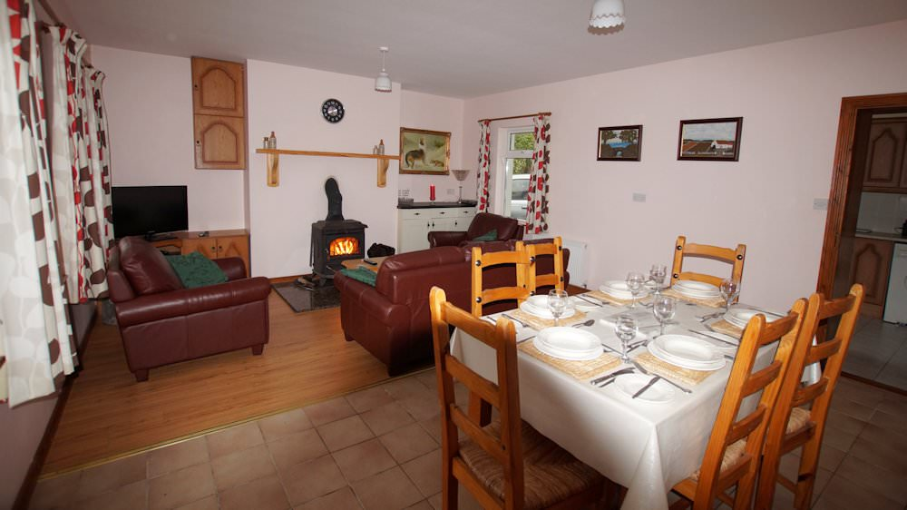 Carpenter's Holiday Home Ballyliffin - Living Dining Room