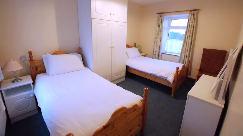 Carpenter's Holiday Home Ballyliffin - Twin Bedroom 2