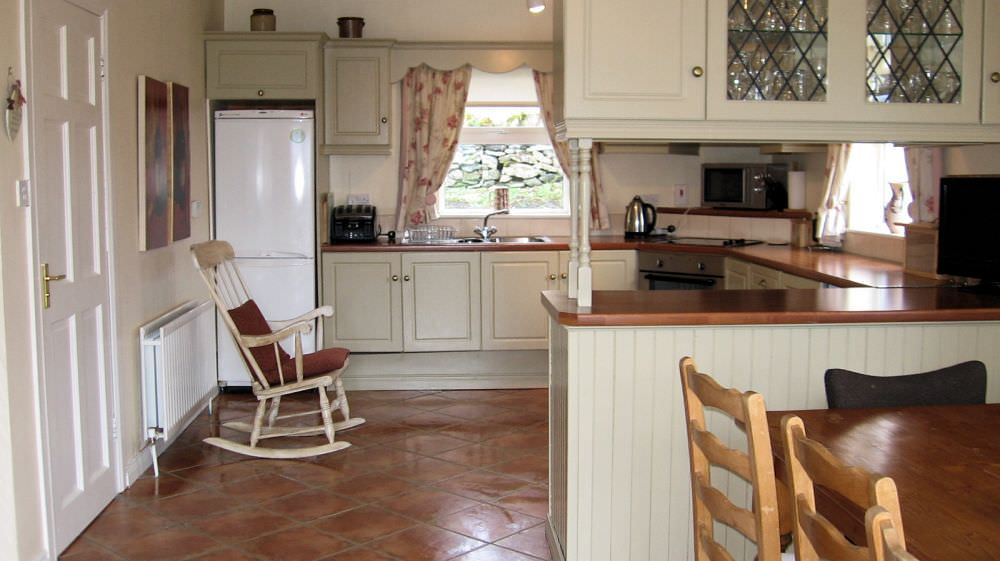 An Turas Holiday Cottage Portnoo - kitchen