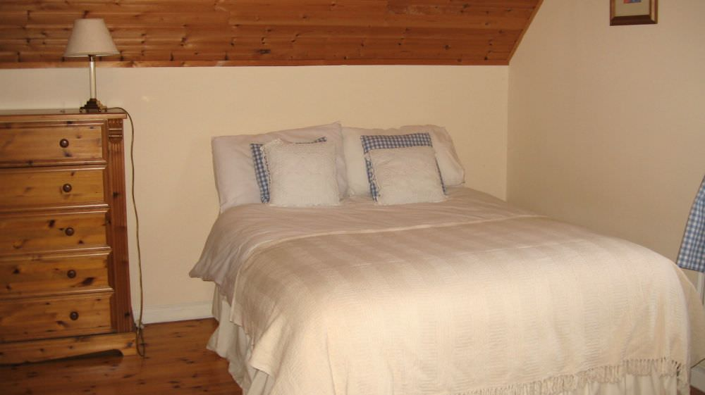 An Turas Holiday Cottage Portnoo - bedroom
