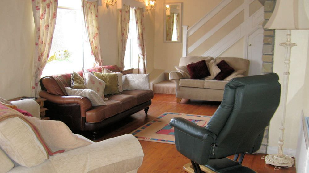 An Turas Holiday Cottage Portnoo - living area