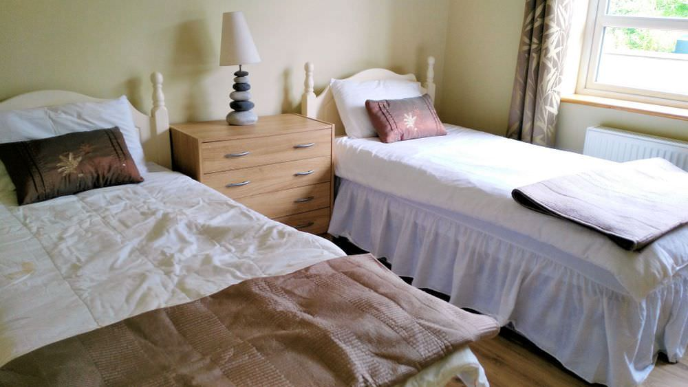 Loughfad Cottage Portnoo Donegal - ground floor bedroom