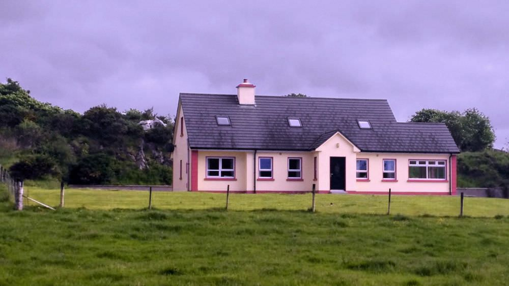Loughfad Cottage Portnoo Donegal - peaceful setting
