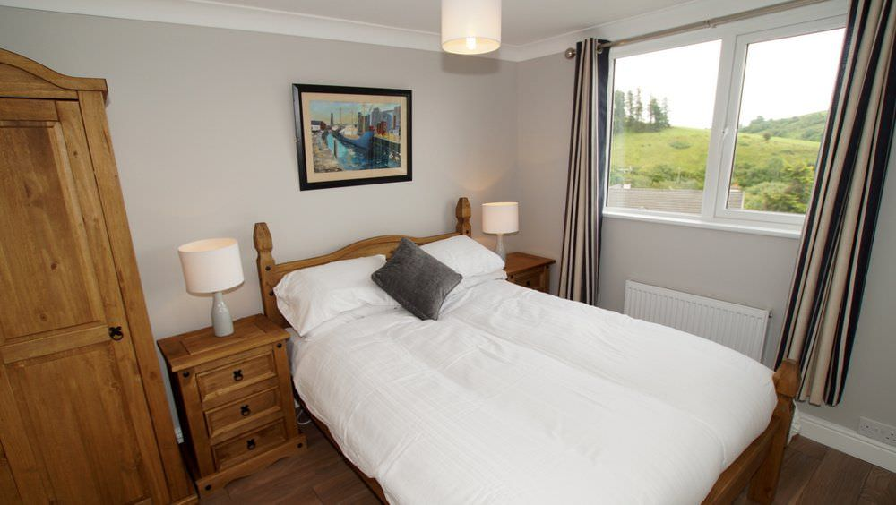 The Glebe House Donegal Town - spacious double bedroom