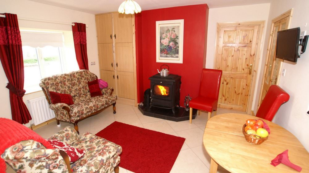 Mary Janes Cottage Ballyliffin - living area