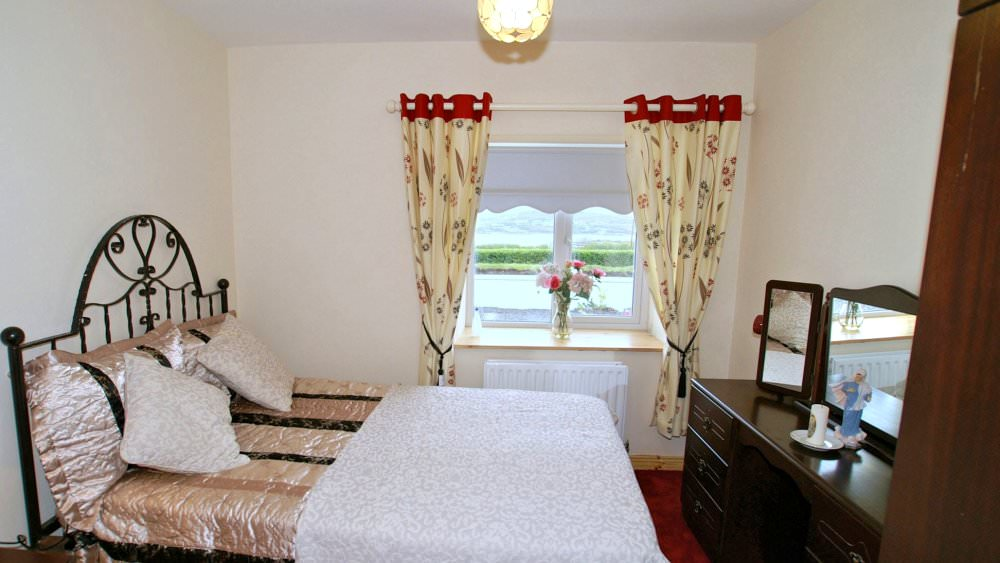 Mary Janes Cottage Ballyliffin - double bedroom
