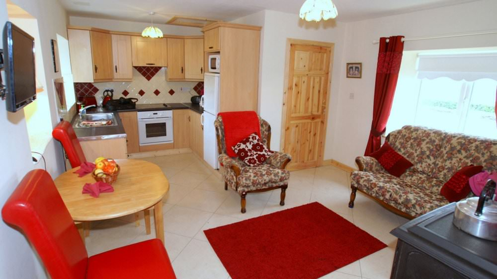 Mary Janes Cottage Ballyliffin kitchen and living area