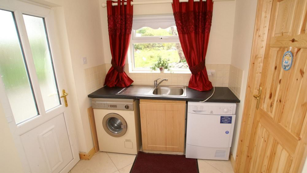 Mary Janes Cottage Ballyliffin - utility room