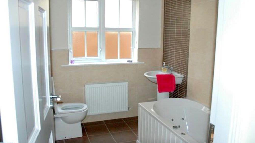 Brooke Cottages Portsalon - bathroom