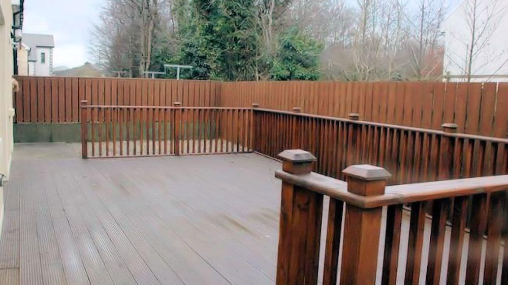 Brooke Cottages Portsalon - patio area