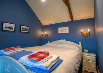 Bumblebee Traditional Cottage - double bedroom