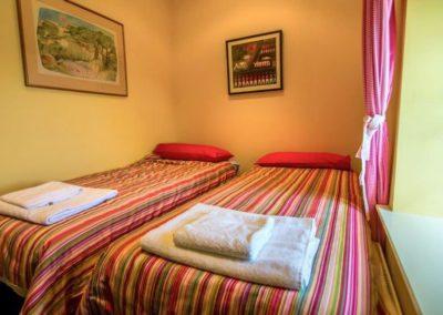 Bumblebee Traditional Cottage - twin bedroom