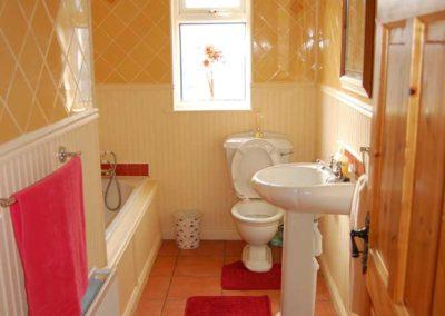 Pebble Cottage Malin Head Inishowen - bathroom