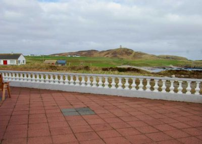 Pebble Cottage Malin Head Inishowen - patio area with seaviews