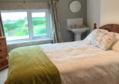 Quay Street Townhouse Moville - Upper floor bedroom