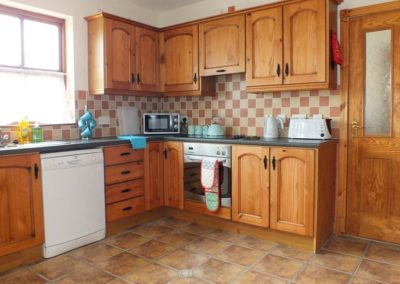 2 Seaview Downings - Kitchen of holiday home