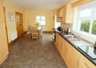 Parkmore Cottage Culdaff - kitchen and dining area