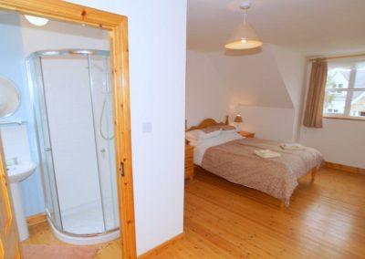 Parkmore Cottage Culdaff - upper floor ensuite bedroom