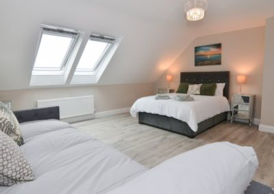 Pierview House Buncrana - upper floor ensuite king size double with 2 single beds