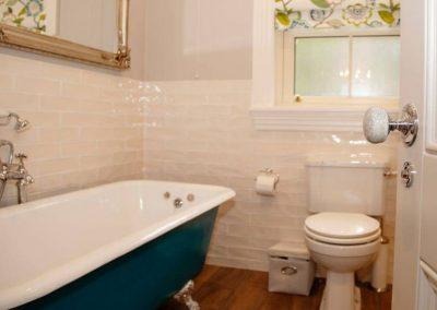 Lake Side Retreat Donegal - bathroom