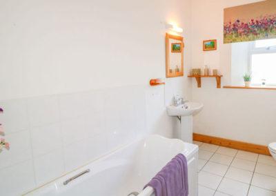 Lough View at Glen - bathroom