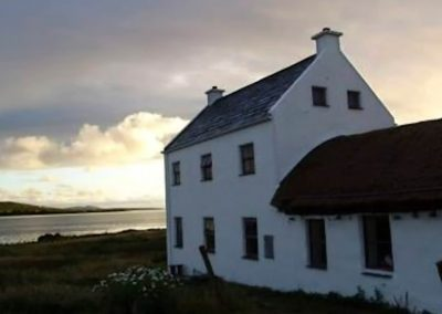 Seaside Thatch Cottage - twighlight