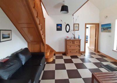 Lag Dubh Cottage - Cruit Island - entrance hallway